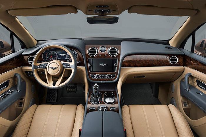 Bentayga 車款內裝採用華麗的百年靈品牌時鐘與搭載 NVIDIA  技術的模組化車用資訊娛樂系統。