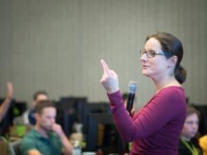 NVIDIAディープラーニング・インスティテュートの講師ジュリー・ベルナウアー氏(Julie Bernauer)によるGPUを使ったディープラーニングの授業の模様